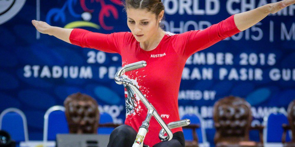 Adriana Mathis 03