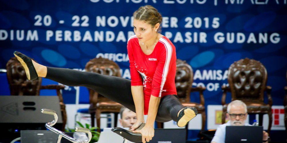 Adriana Mathis 02