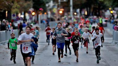 GRAZ,AUSTRIA,08.OCT.16  - ATHLETICS, RUNNING - Graz Marathon, preview. Image shows kids. Photo: GEPA pictures/ Markus Oberlaender