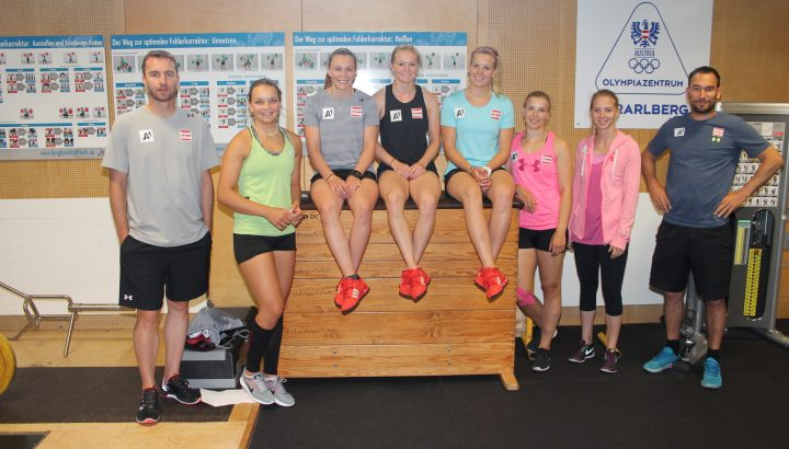 Trainingsgruppe der ÖSV Speed Damen im Olympiazentrum 01
