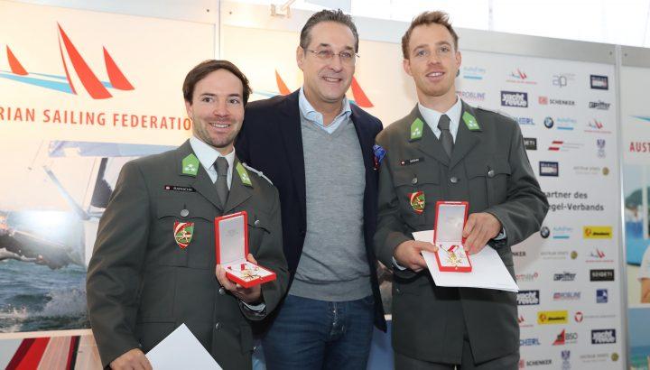 Goldenes Bundesverdienstkreuz der Republik Österreich für Bargehr/Mähr 01